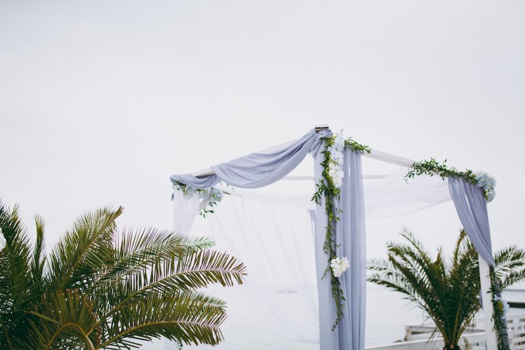 Декор шатра возле моря