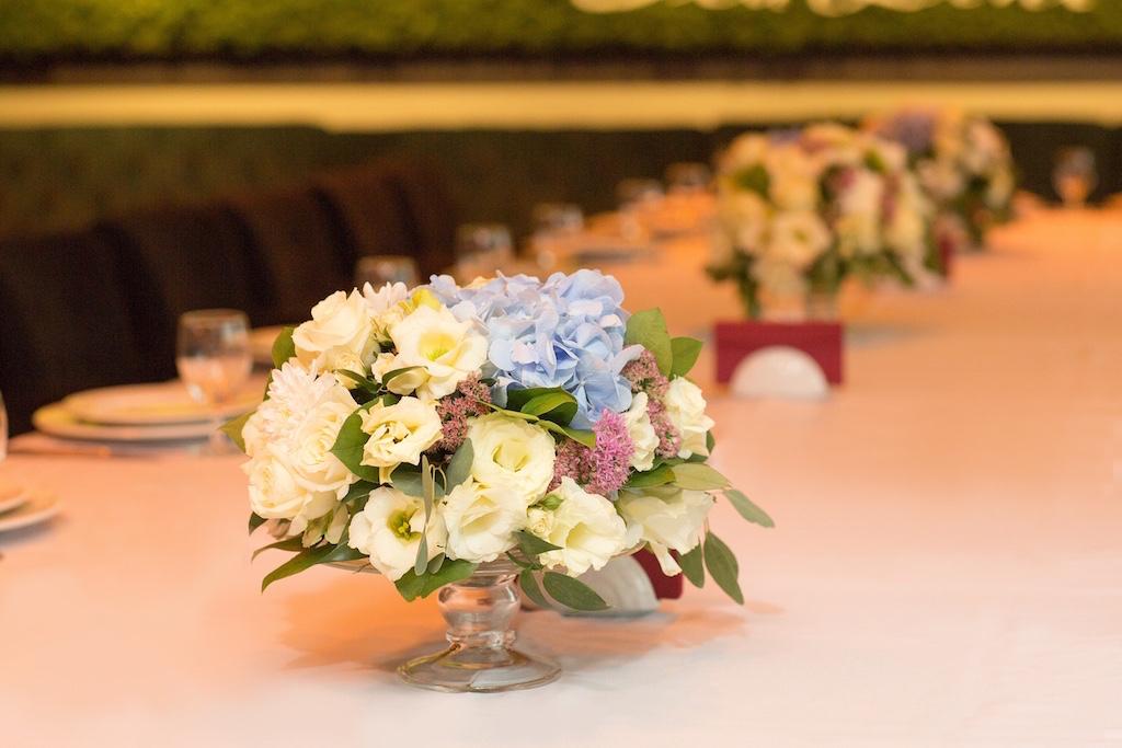 Свадебные композиции на гостевые столы из живых цветов в городе Одесса