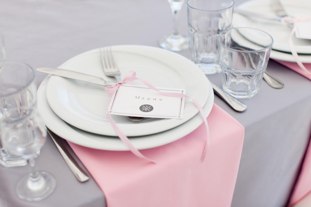 Именные карточка на тарелках от Скоро Свадьба