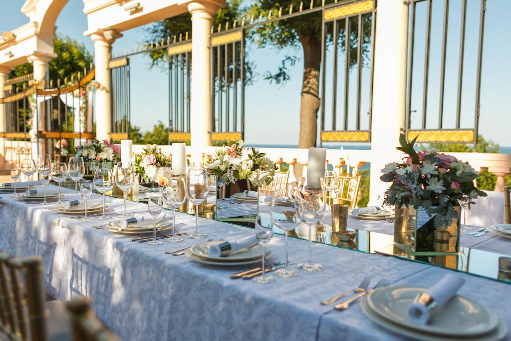 Сервировка гостевого стола Одесса