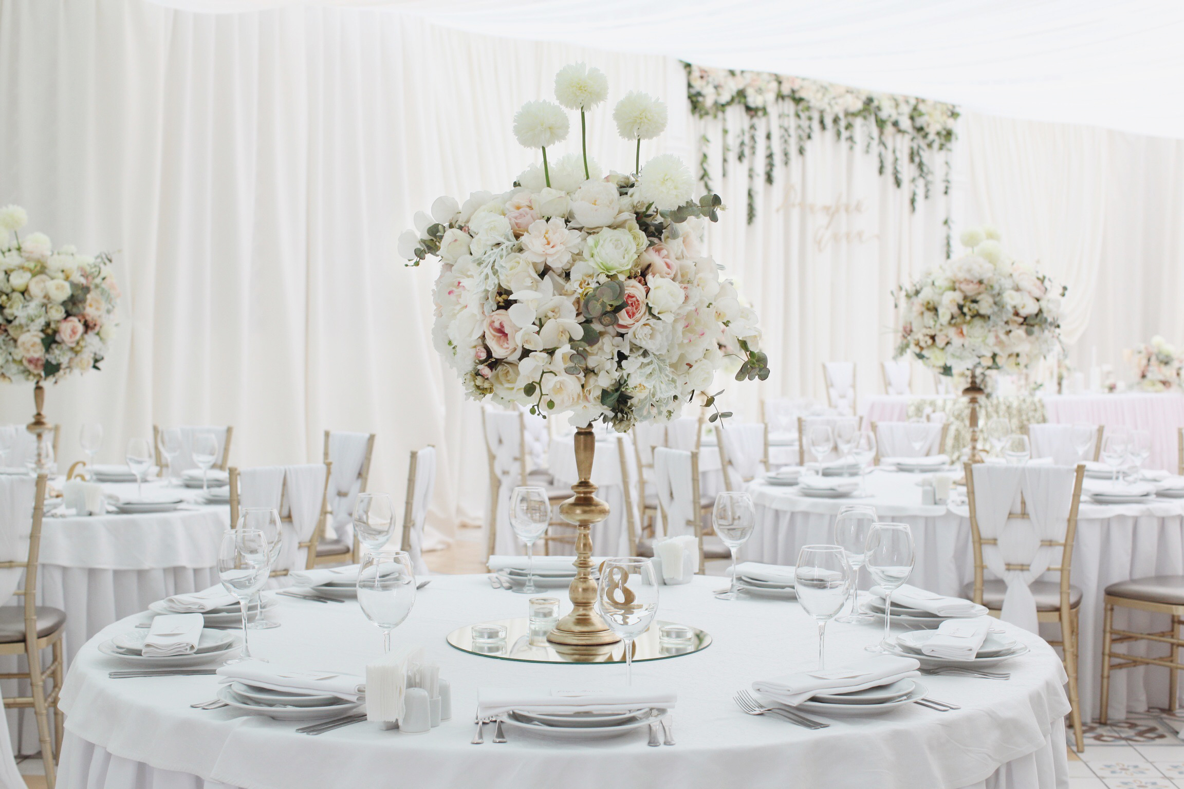 Цветочные композиции от свадебного агенства Скоро Свадьба