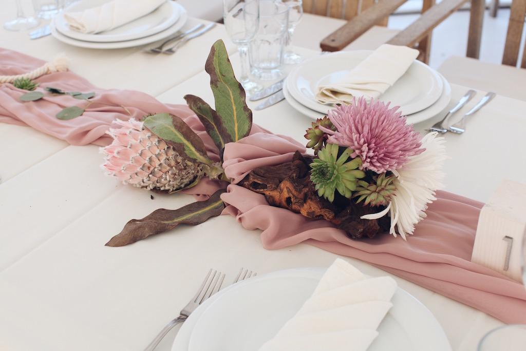 Цветочный композиции на гостевые столы