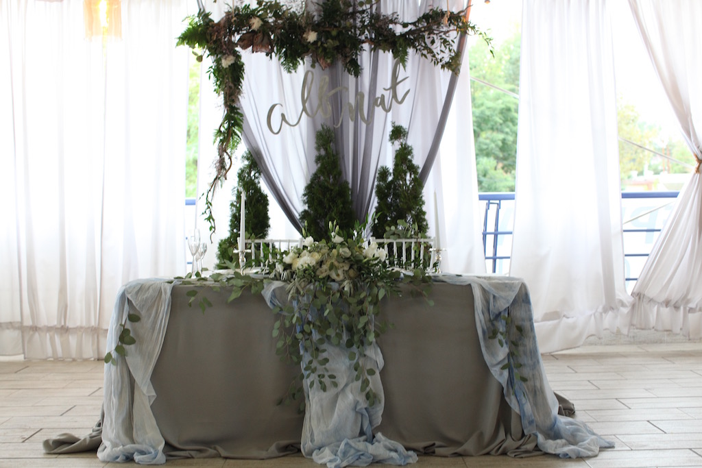 Декор свадебного президиума от Скоро Свадьба
