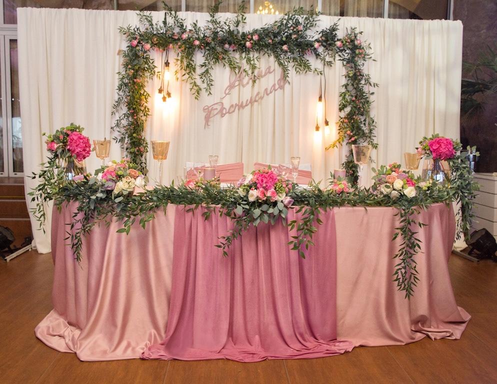 Декор свадебного стола молодых в ресторане Приват Элинг в Одессе