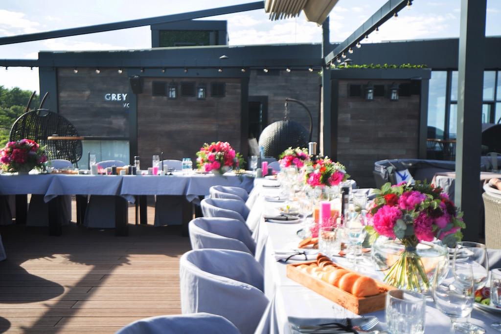 Декор свадьбы в ресторане М1 живыми цветами