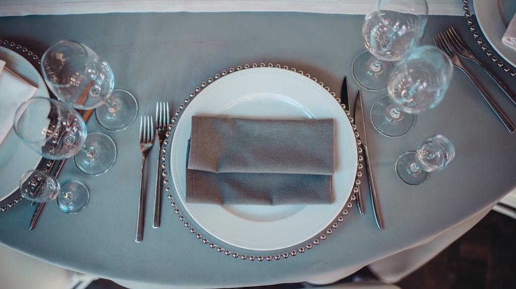 Оформление гостевых столов на свадьбе в Одессе