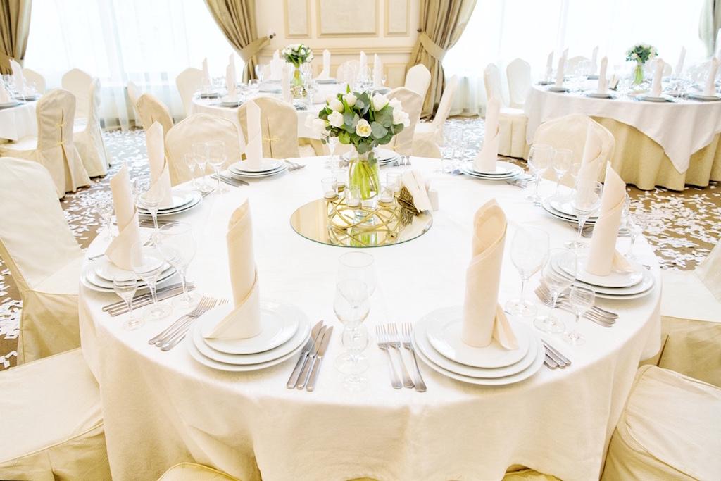 Оформление гостевых столов живой флористикой