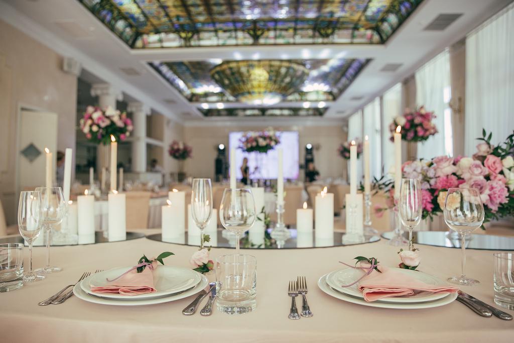 декор свадьбы в ресторане Palace Del Mar