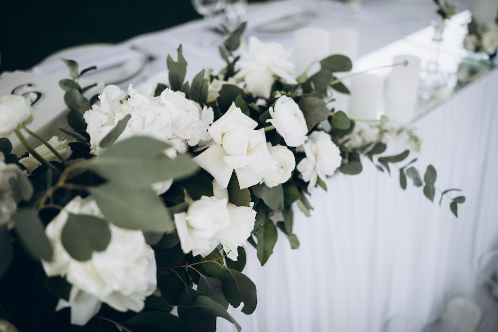 декор свадьбы живыми цветами