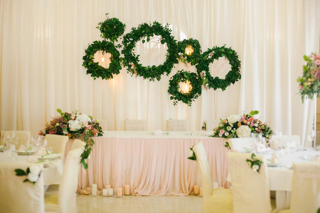 Украшение свадебного президиума от свадебного агенства Скоро Свадьба