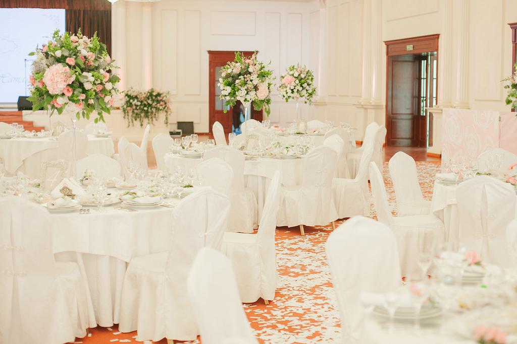Оформление банкетного зала Гранд Холл в Ренессансе в Одессе