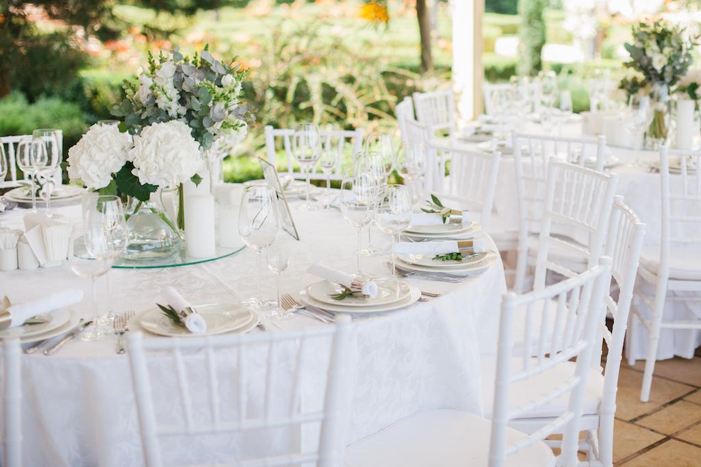 Оформление гостевых столов живой флористикой в Одессе