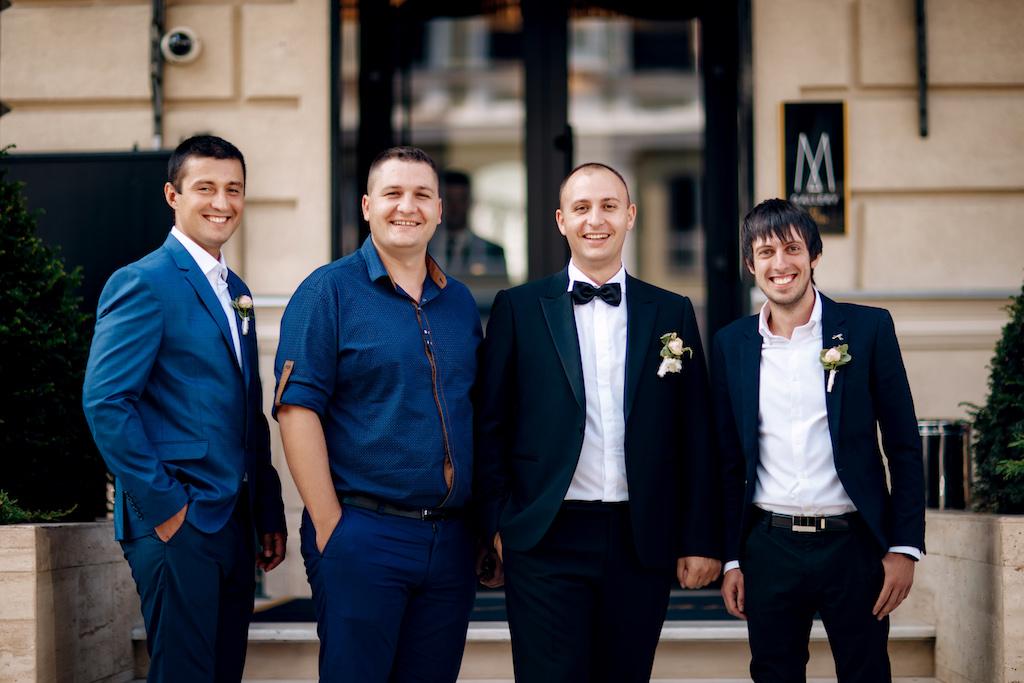 Фотографии с друзьями жениха