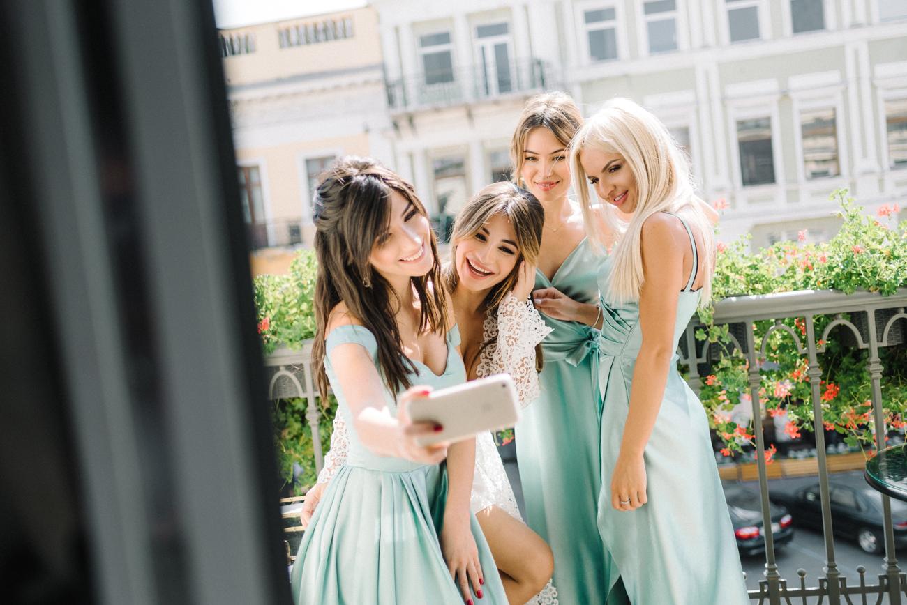 Сборы невесты с подружками невесты