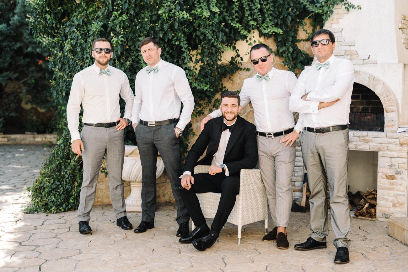 Свадебная фотосессия с друзьями и гостями