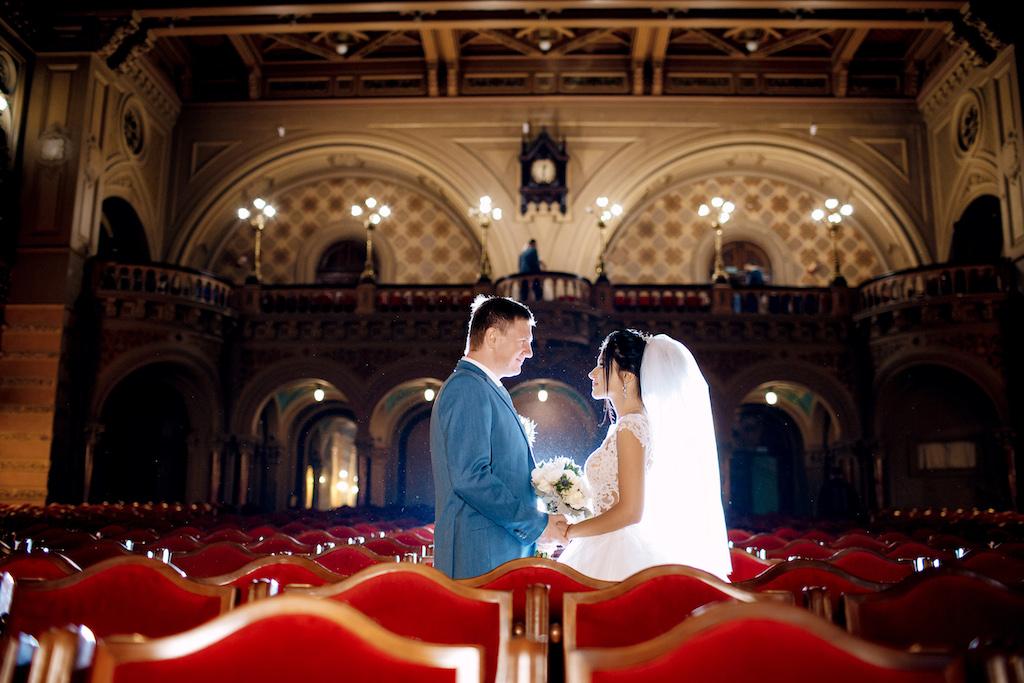 Свадебная фотосессия в Филармонии Одессы