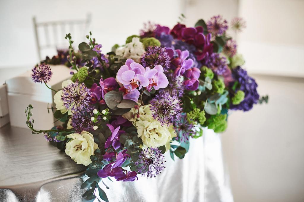 декор стола молодожен живыми цветами Одесса