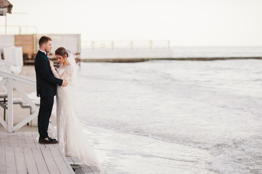 свадьба у моря в ресторане Ривьера
