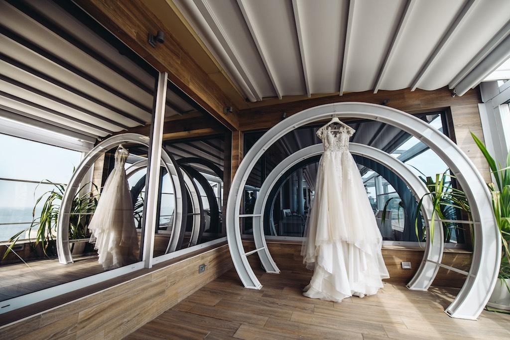 утро невесты в отеле у моря