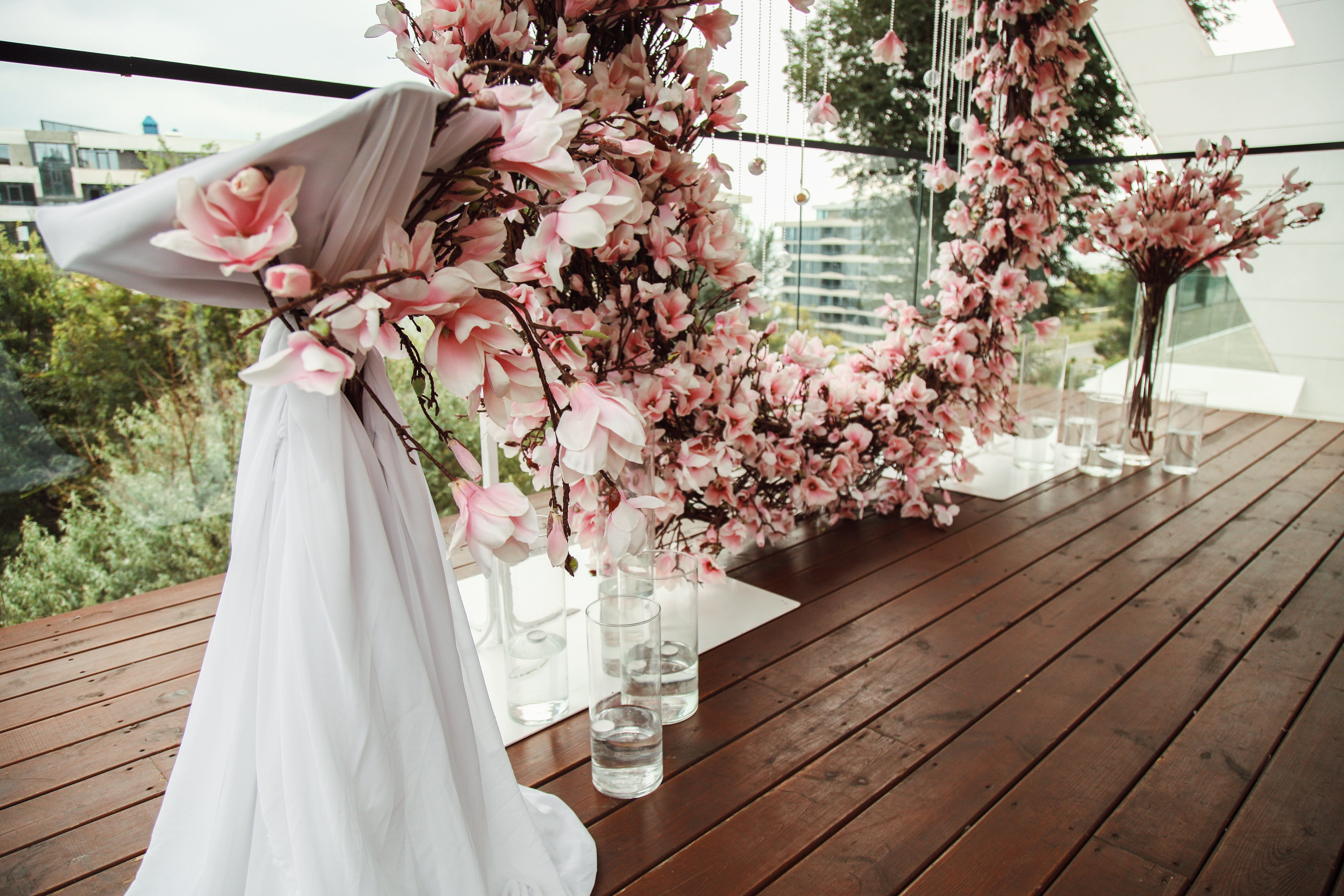 Декор свадьбы в ресторане Reef