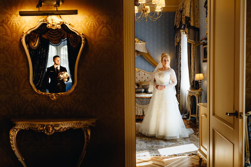 свадебное фото в отеле Bristol