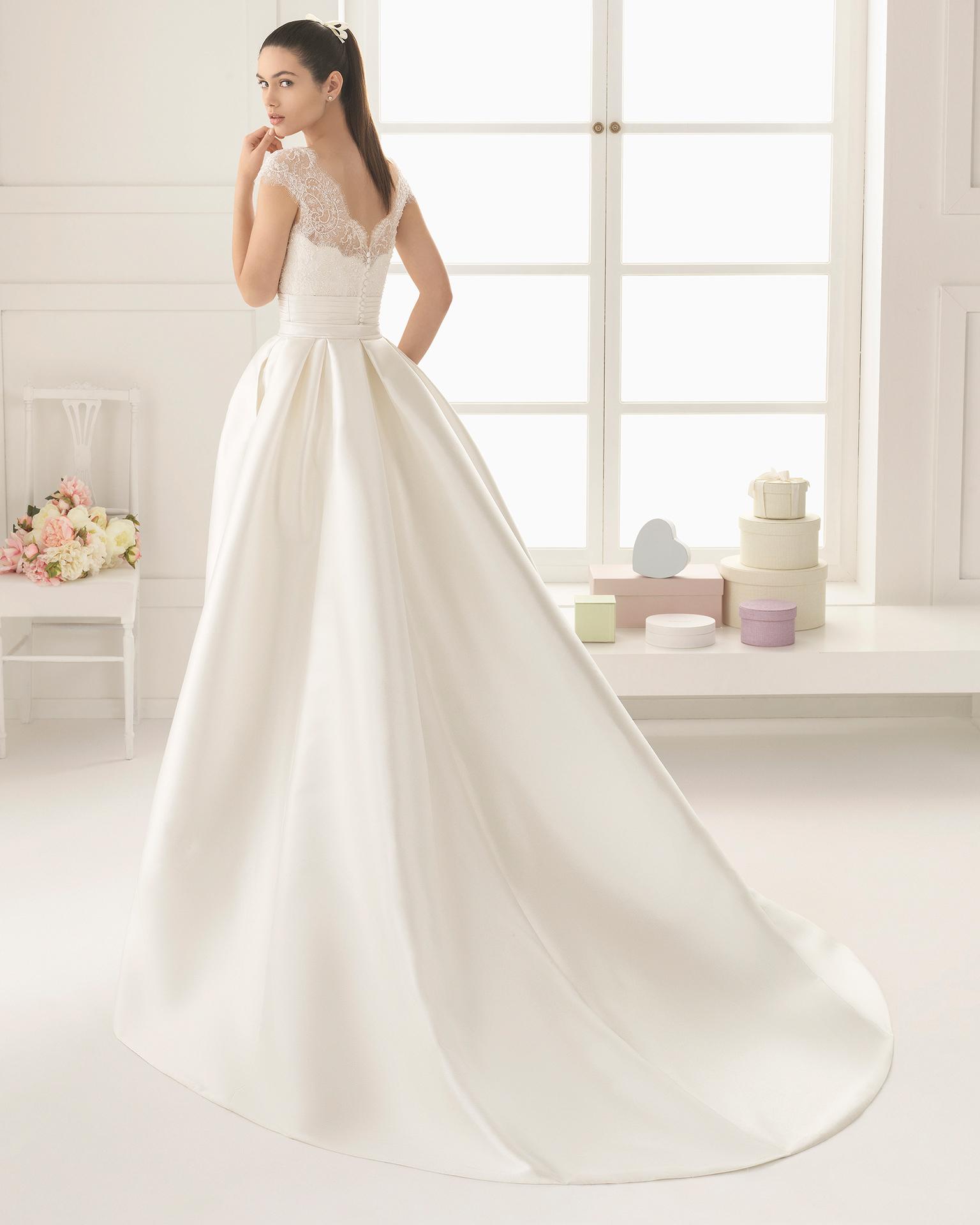 Enfasis (40, dress+train/mikado/бисер, natural) Свадебное платье Rosa Clara в Одессе. Свадебный салон Скоро Свадьба.